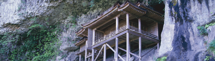 I. Visit National Treasure Nageire Hall in Mitoku and explore a historical area in Kurayoshi with old warehouses